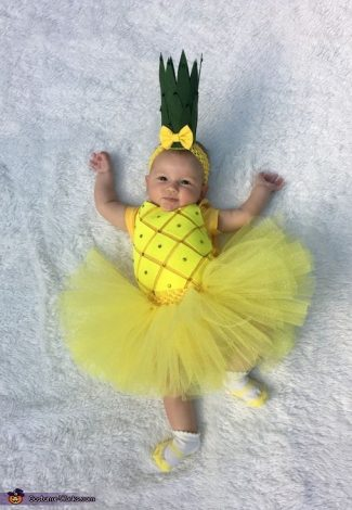 Baby Halloween costumes for girls and for boys. Lots of funny and unique ideas for twins, for mom and baby, for newborns, for baby in a stroller or baby in a carrier or wagon. #babyhalloween #costumes #scary