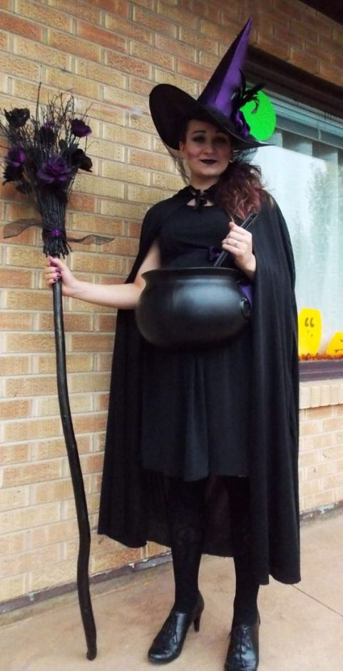 Pregnant Halloween costumes. Lots of funny and unique ideas pregnant women and soon to be for mom #pregnanthalloween #costumes #scary #pregnant #women