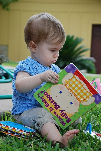 """Educational toys for babies and toddlers are wonderful because they get to learn while playing. """"Smart toys"""" are often inexpensive toys and everyday items. Click to learn about smart toys for kids, and keep your little one engaged, stimulated, and constantly learning. Pin it. #smarttoys #educationaltoys #toddlers #2yearold"""