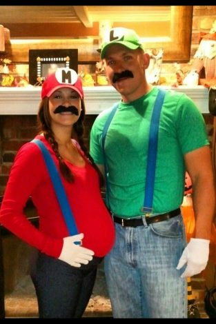Funny Halloween Costumes For Pregnant Couples.Easy And Hilariously Funny Pregnant Halloween Costumes Tulamama