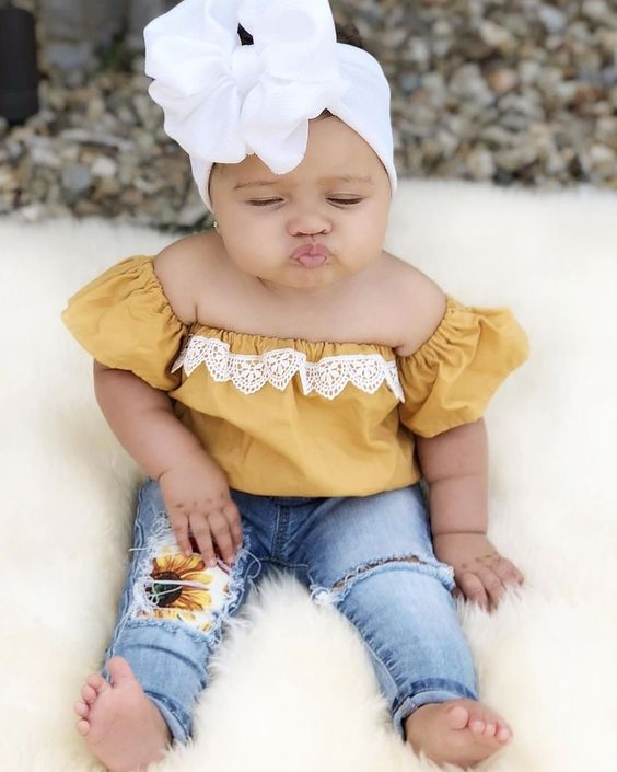 Seriously, the cutest baby photos you've ever seen! Get great ideas for your own newborn, 6month, 1 year or other cute baby photo ideas. These are great for a girl or boy photo shoot, indoor or outdoor. #babyphotos #cutebabies