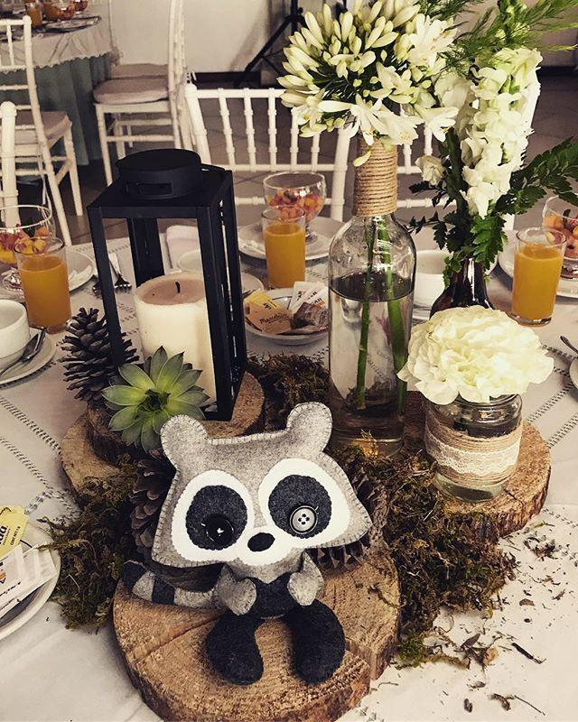 Woodland Baby Shower Theme. This is a great theme for a girl or a boy. It's kind of rustic, very natural and oh-so-cute. Click to see decoration and food ideas, as well as favors, centerpieces, invitations, printables and more. #woodlandtheme #babyshower