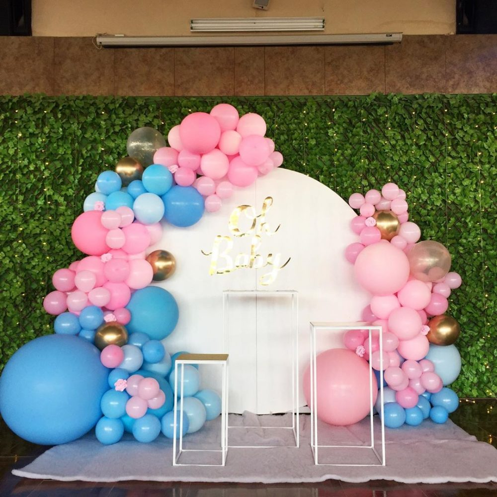 Gender Reveal Decorations | Lots of fun gender reveal ideas for backdrops, baby shower centerpieces, outdoor showers, pink and blue balloons and more. Pin it. #genderreveal #babyshower #DIY #Simple