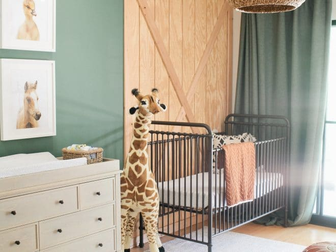 Gender Neutral Nursery Decor Ideas | Find the cutest themes, plus ideas for rugs, paintings & prints, and more. Ideas include farmhouse themes, woodland animals, etc. Pin it. #babynursery #nursery