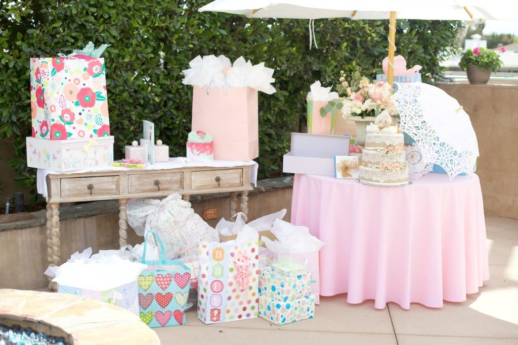 outdoor baby shower table